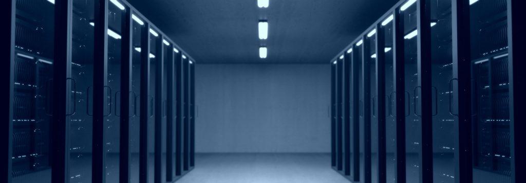Pomieszczenie serwerowe czekające na informatyka